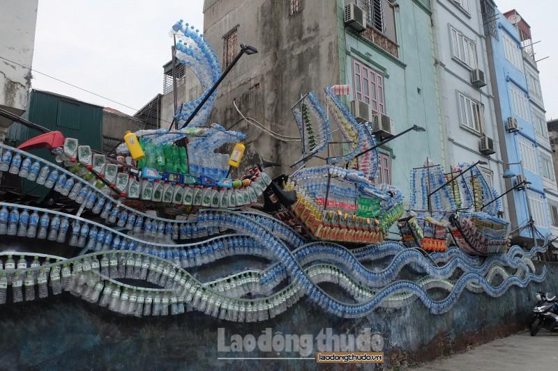 Độc đáo con đường nghệ thuật làm từ vật liệu tái chế