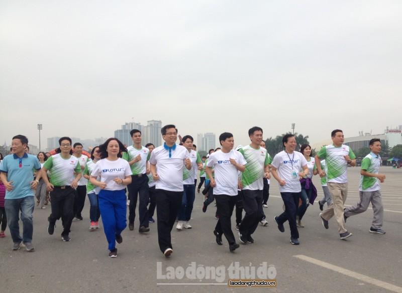 gan 8000 nguoi tham gia ngay chay olympic vi suc khoe toan dan nam 2018