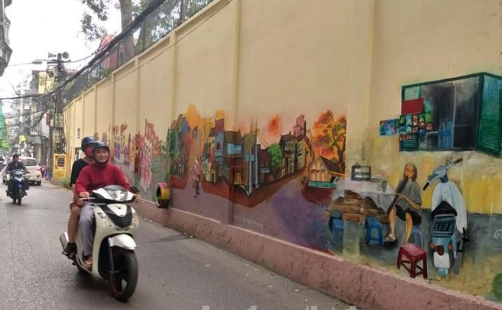 Khám phá làng hoa Ngọc Hà qua những bức bích họa