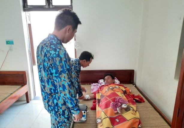 Quân y đảo Tiên Nữ cấp cứu kịp thời ngư dân bị tai nạn lao động