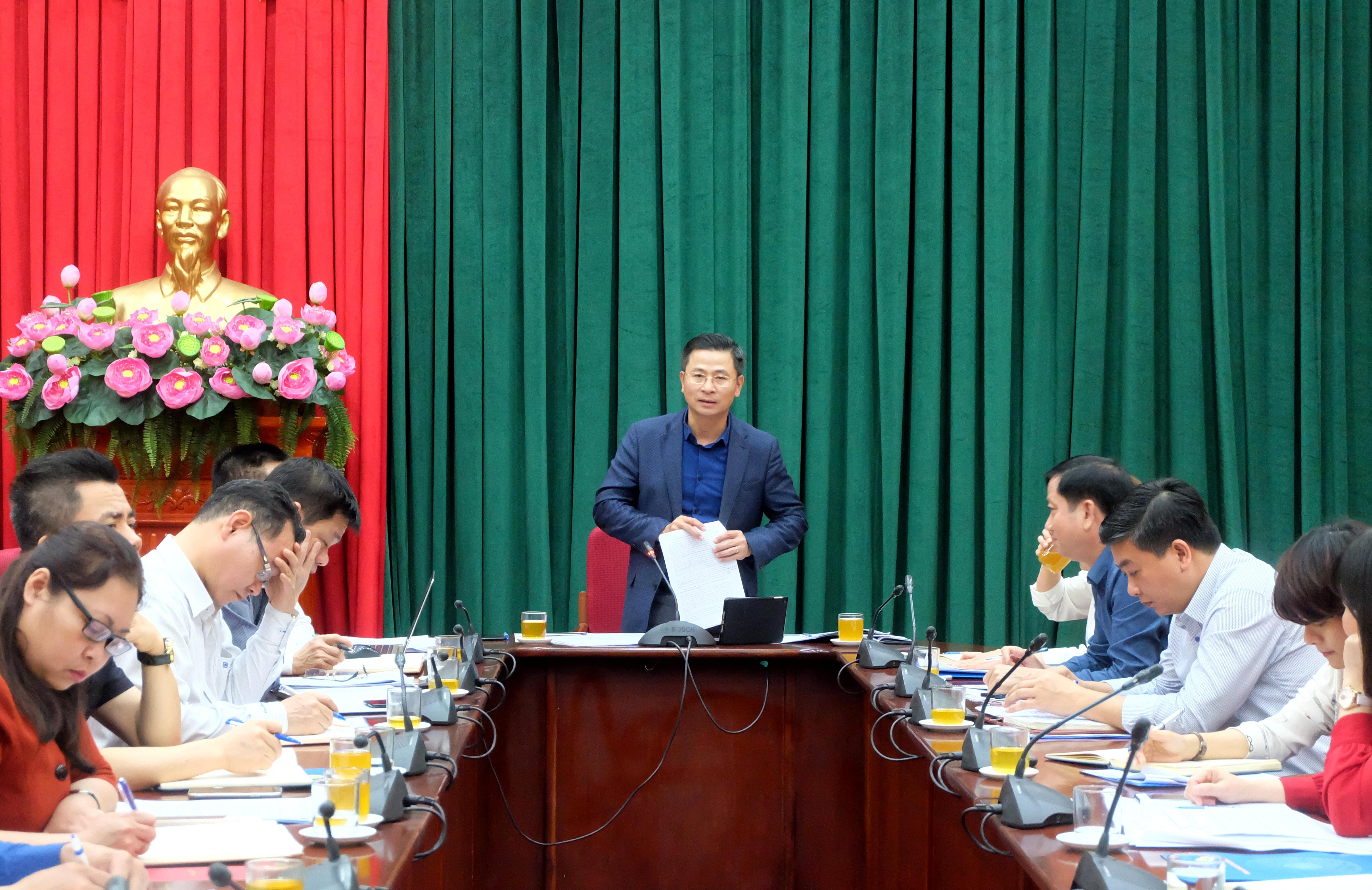 Chủ tịch Liên đoàn Lao động thành phố Hà Nội Nguyễn Phi Thường làm việc với Công đoàn Viên chức Thành phố
