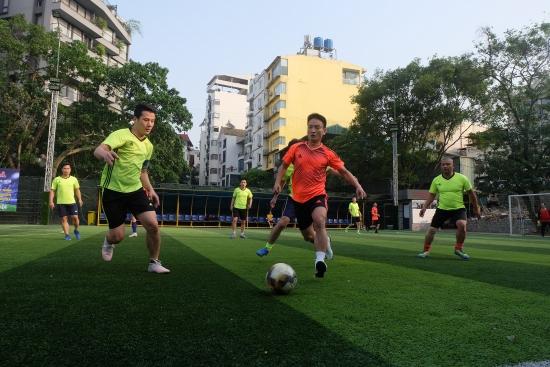 Giao hữu bóng đá giữa Đoàn Thanh niên Cơ quan Liên đoàn Lao động Thành phố và Sedona Hoàng Viên Quảng Bá