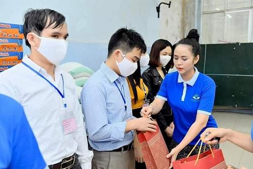 Thiết thực hoạt động hỗ trợ các học viên khiếm thị trong mùa dịch