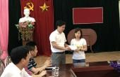 Quỹ trợ vốn CNVCLĐ nghèo trao quà cho đoàn viên khó khăn tại huyện Phúc Thọ