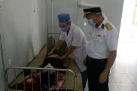 Bác sĩ đảo Song Tử Tây kịp thời cấp cứu ngư dân gặp nạn