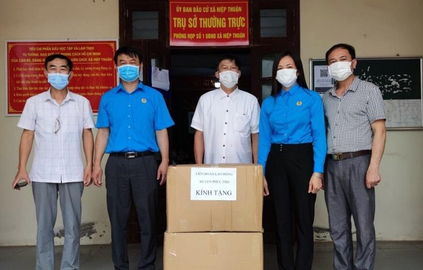 Liên đoàn Lao động huyện Phúc Thọ chung tay khống chế dịch Covid-19 tại ổ dịch xã Hiệp Thuận