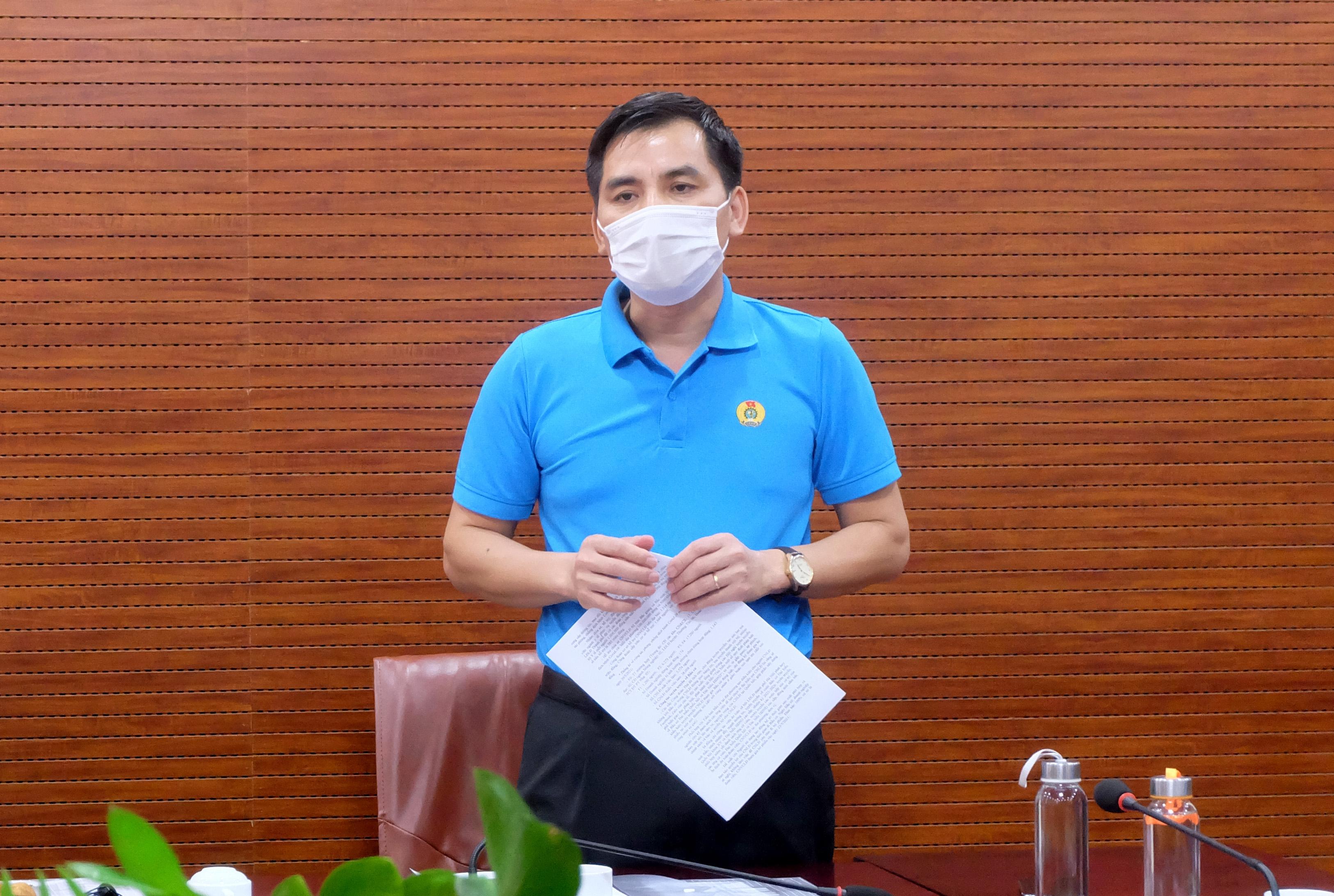 Tổng Liên đoàn Lao động Việt Nam trao 100 triệu đồng hỗ trợ đoàn viên, người lao động Thủ đô