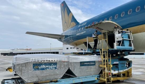 Vietnam Airlines miễn phí vận chuyển nhân lực, vắc xin và vật tư y tế phục vụ phòng, chống dịch