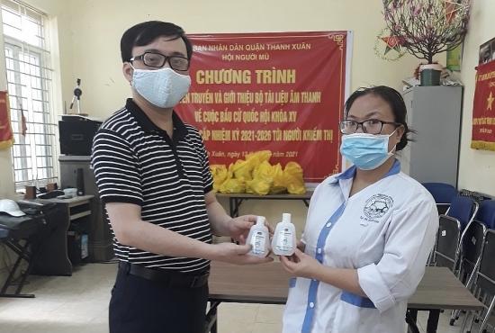 Chung tay hỗ trợ người khiếm thị trong mùa dịch