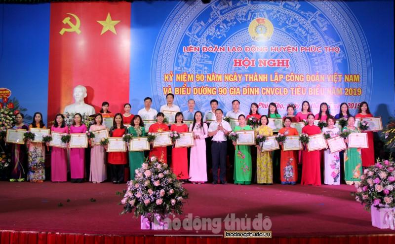 LĐLĐ huyện Phúc Thọ: Biểu dương 90 gia đình CNVCLĐ tiêu biểu năm 2019