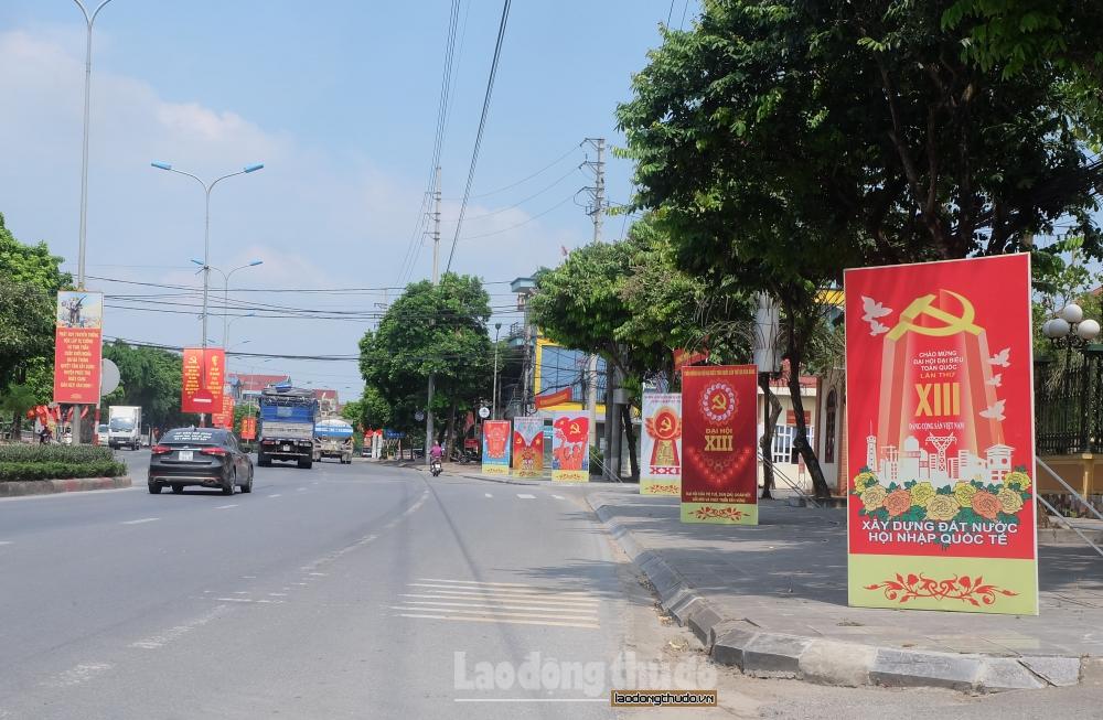 Huyện Phúc Thọ: Đẩy mạnh tuyên truyền trực quan chào mừng Đại hội Đảng các cấp