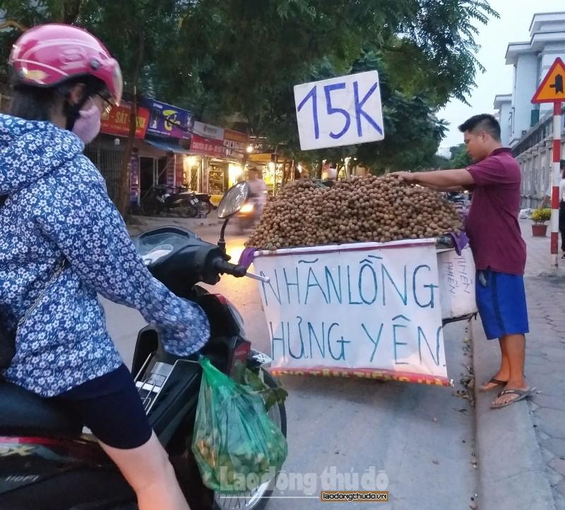 """Hà Nội: Giá nhiều loại trái cây """"hạ nhiệt"""""""