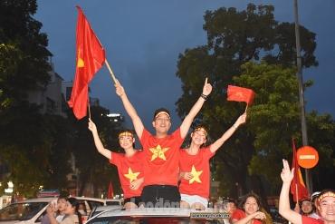 """Triệu trái tim hô vang """"Việt Nam vô địch"""""""