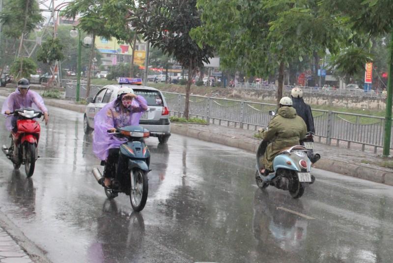Hà Nội: Mưa rào giúp chất lượng không khí cải thiện