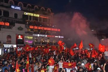 """Bóng đá Việt Nam đã giành được chiếc cúp của """"niềm tin chiến thắng"""""""