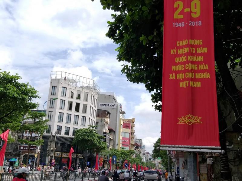 Rộn ràng không khí Tết Độc lập trên phố phường Hà Nội