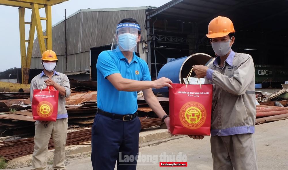 Tăng cường các biện pháp hỗ trợ khẩn cấp cho người lao động