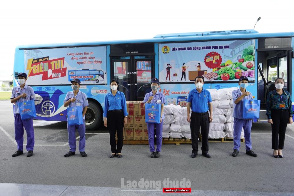 """Trao 1.000 """"Túi An sinh Công đoàn"""" cho người lao động tại khu công nghiệp Nội Bài"""