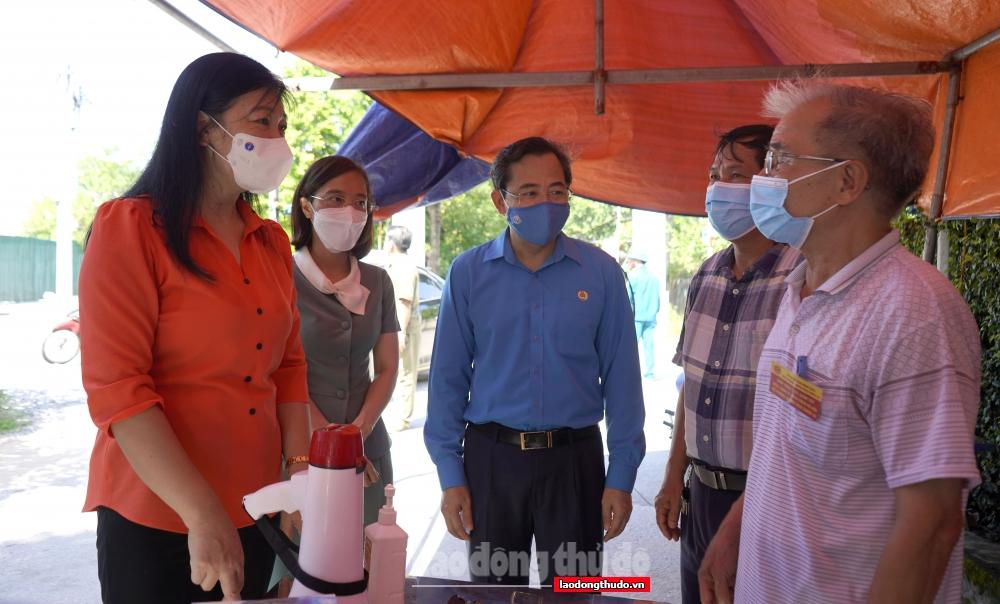 Trao hỗ trợ tới 2.200 người lao động, sinh viên quận Bắc Từ Liêm gặp khó khăn do dịch Covid-19