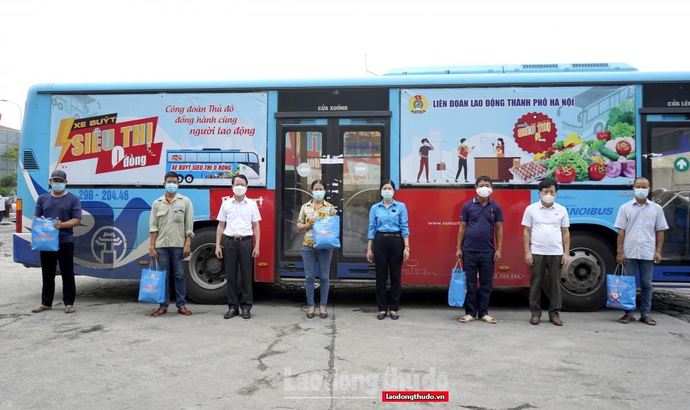 """500 """"Túi An sinh Công đoàn"""" được trao đến người lao động tại huyện Ba Vì"""