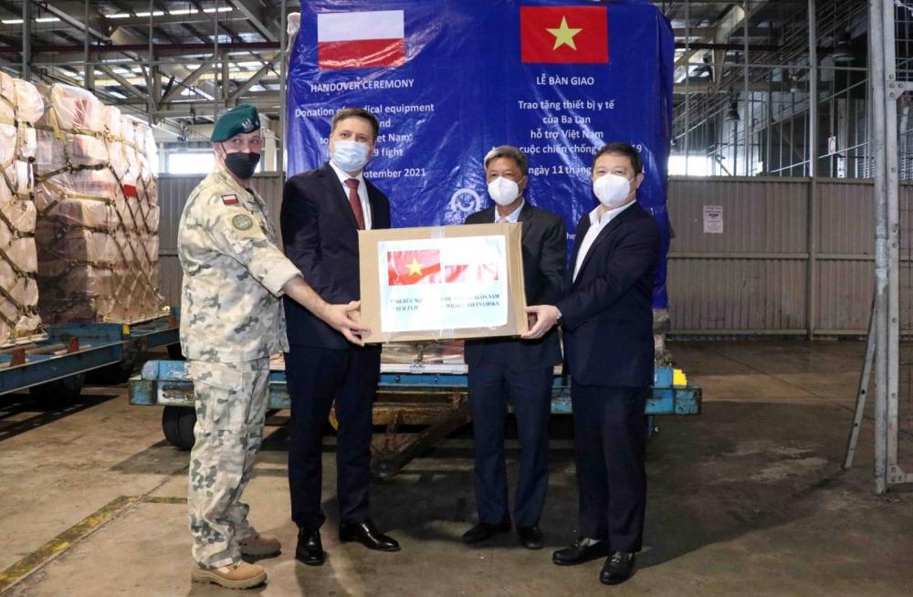 Chính phủ Ba Lan tặng Việt Nam trang thiết bị, vật tư y tế trị giá khoảng 4 triệu USD