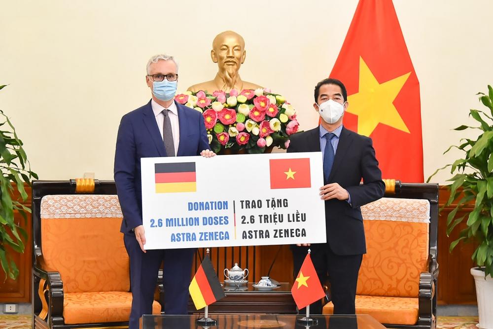 Việt Nam tiếp nhận 2,6 triệu liều vắc xin từ Chính phủ Đức