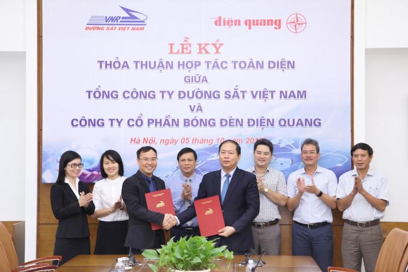 Tổng Công ty Đường sắt Việt Nam ký thỏa thuận hợp tác chiến lược với Điện Quang