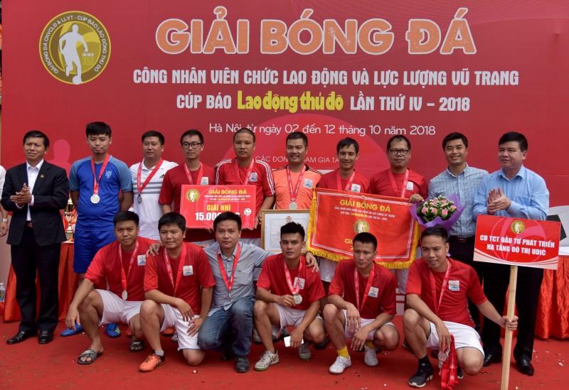 be mac giai bong da cnvcld va llvt cup bao lao dong thu do lan thu iv nam 2018