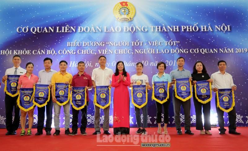 bieu duong 32 nguoi tot viec tot va hoi khoe cong nhan vien chuc lao dong