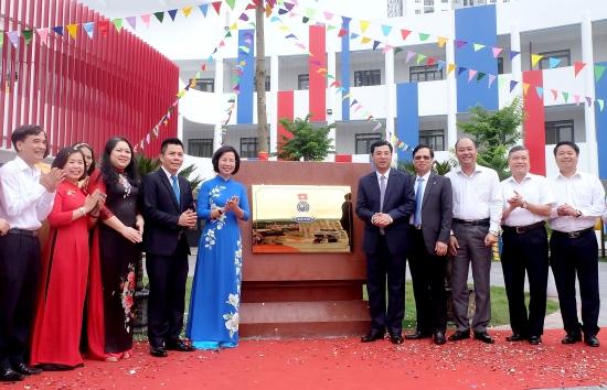 Gắn biển công trình chào mừng Đại hội Đảng bộ Thành phố Hà Nội