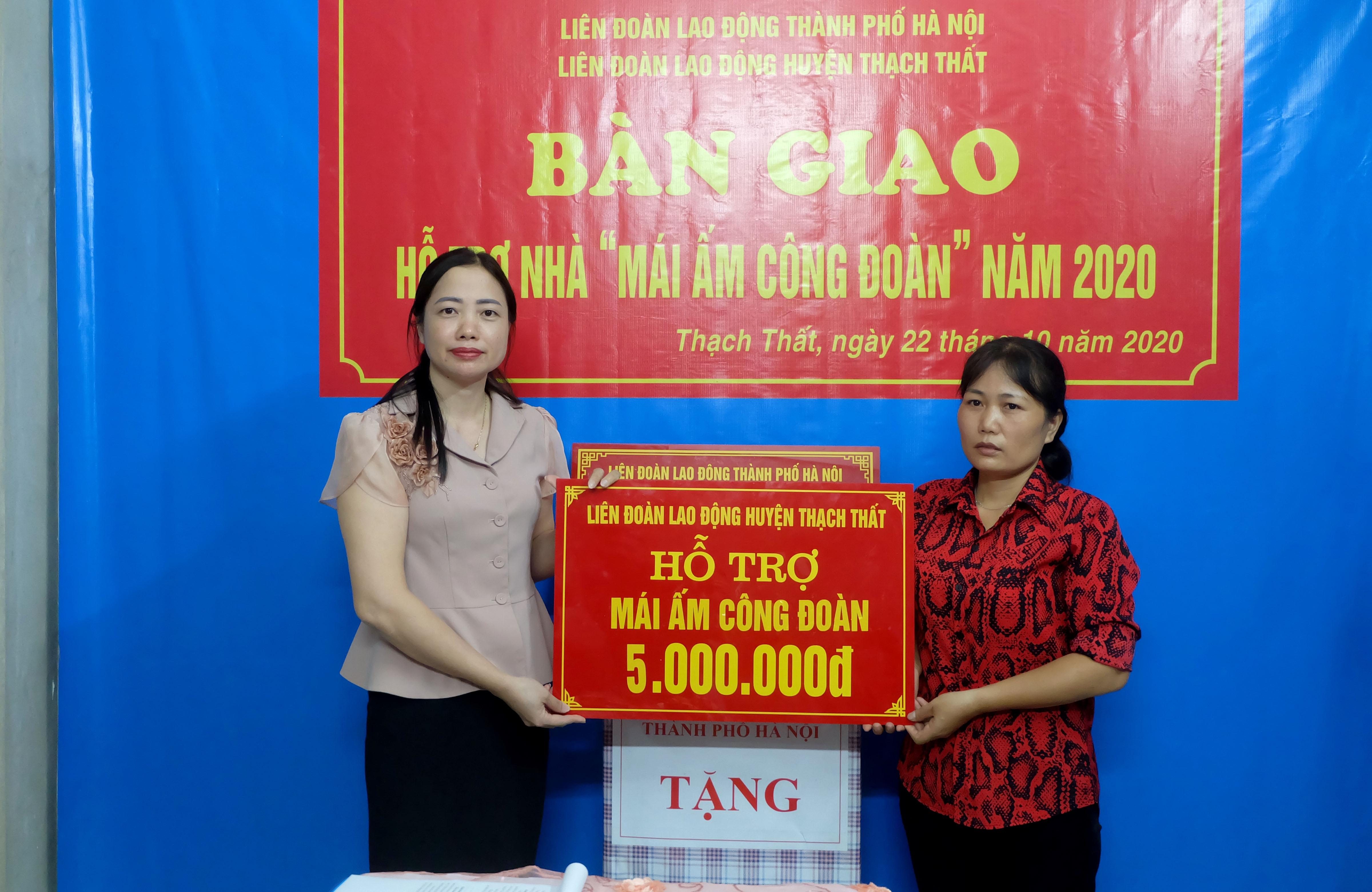 """Trao """"Mái ấm Công đoàn"""" cho đoàn viên có hoàn cảnh khó khăn tại huyện Thạch Thất"""
