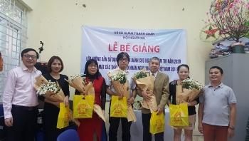 Hội người mù quận Thanh Xuân biểu dương các thầy cô giúp người khiếm thị