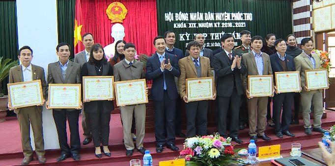 Khen thưởng các tập thể, cá nhân có thành tích xuất sắc trong hoạt động của HĐND các cấp