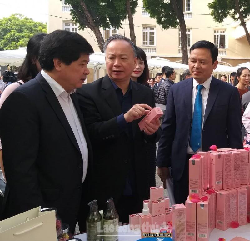 Tăng cường phối hợp phát triển chuỗi cung cấp rau thịt an toàn cho Hà Nội