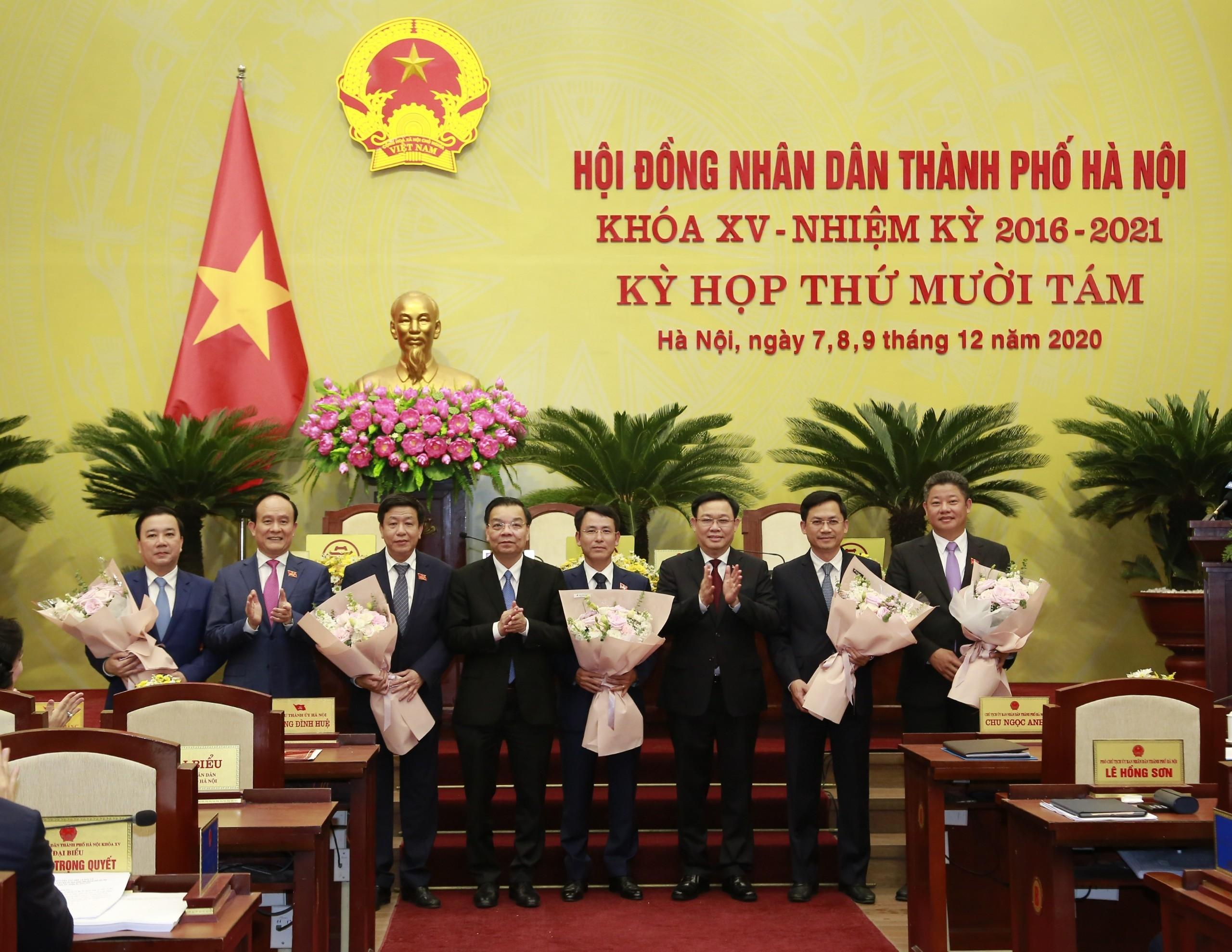 Hà Nội có 5 tân Phó Chủ tịch Ủy ban nhân dân Thành phố
