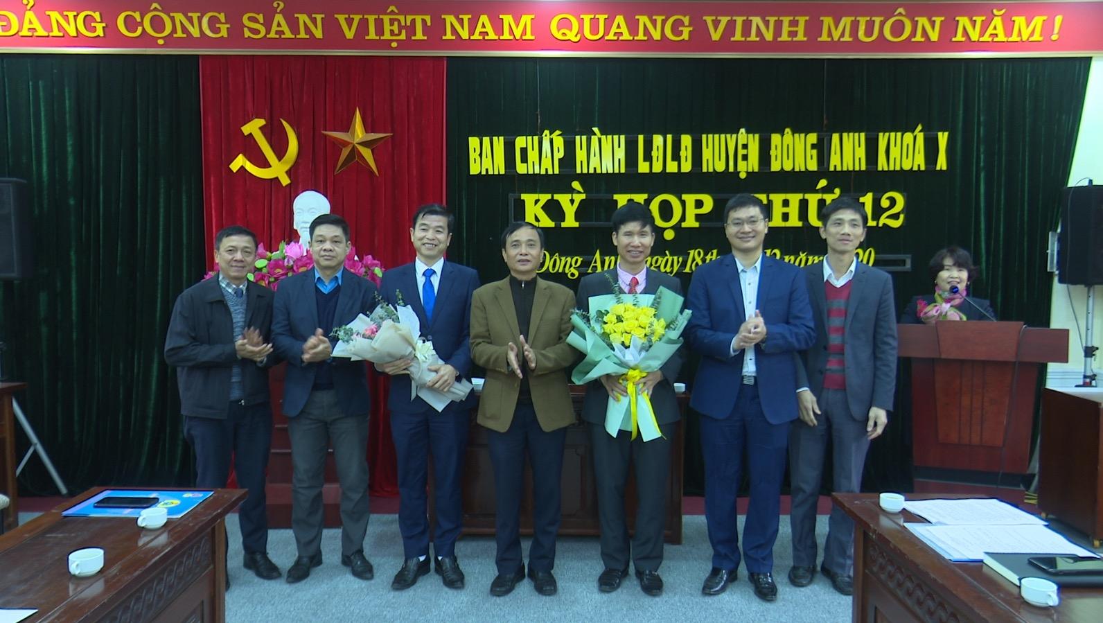 Đồng chí Nguyễn Văn Hoa được bầu giữ chức Chủ tịch Liên đoàn Lao động huyện Đông Anh