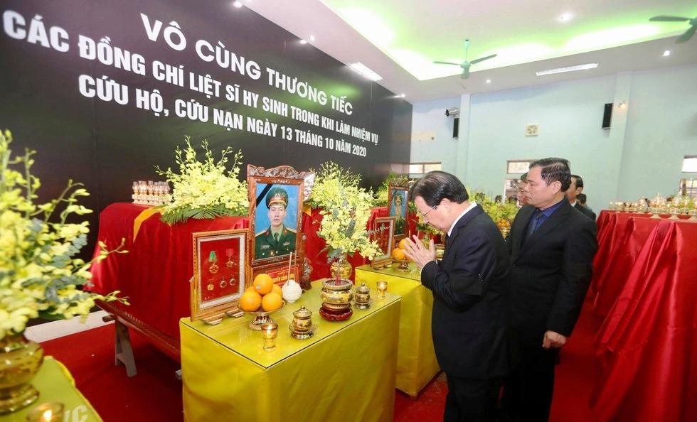 Phó Thủ tướng Chính Phủ Trịnh Đình Dũng vĩnh biệt các liệt sĩ, ảnh Nguyễn Khánh