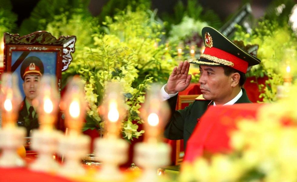 Vĩnh biệt đồng đội, ảnh Nguyễn Khánh