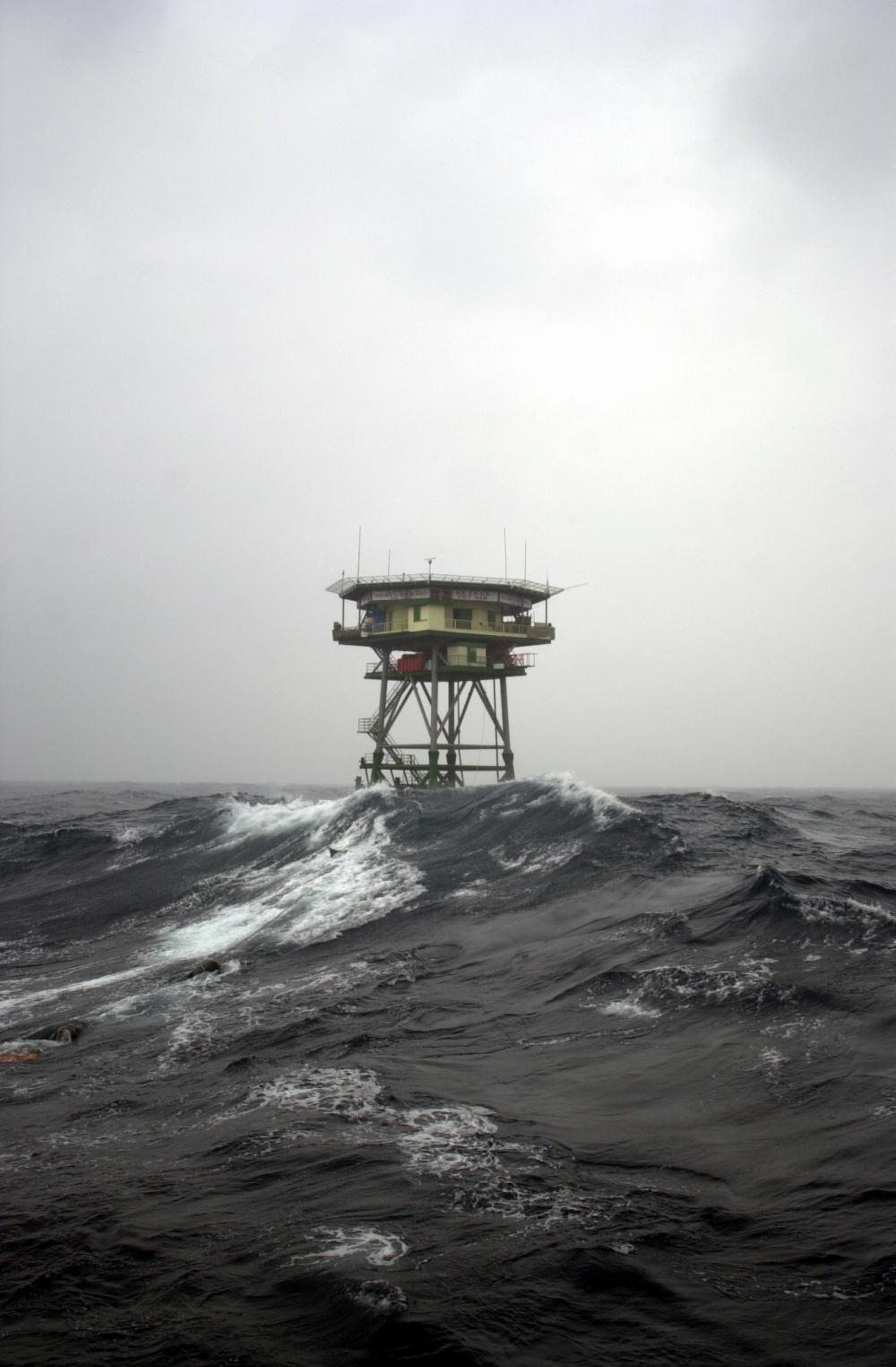 Nhà giàn DK1 vững chãi giữa biển khơi, ảnh DK1