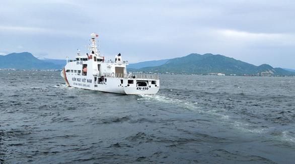 Tàu 467 đã đưa 11 thuyền viên vào vịnh Nha Trang an toàn, ảnh Vũ Bằng