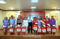 Thành đoàn Hà Nội trao quà Tết cho công nhân có hoàn cảnh khó khăn