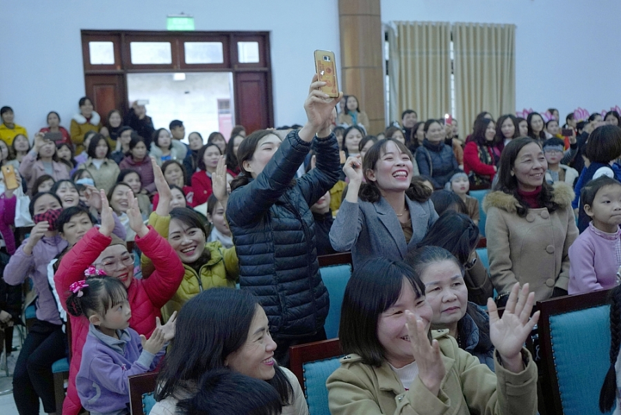 Hội thi Cô giáo tài năng duyên dáng huyện Thạch Thất: Những bông hoa rực rỡ sắc hương