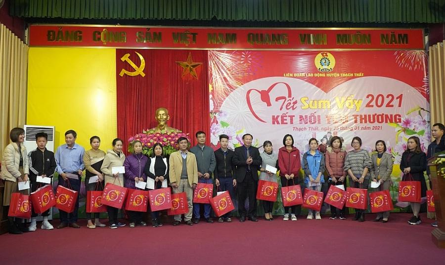 Hơn 250 suất quà tặng người lao động tại Chương trình