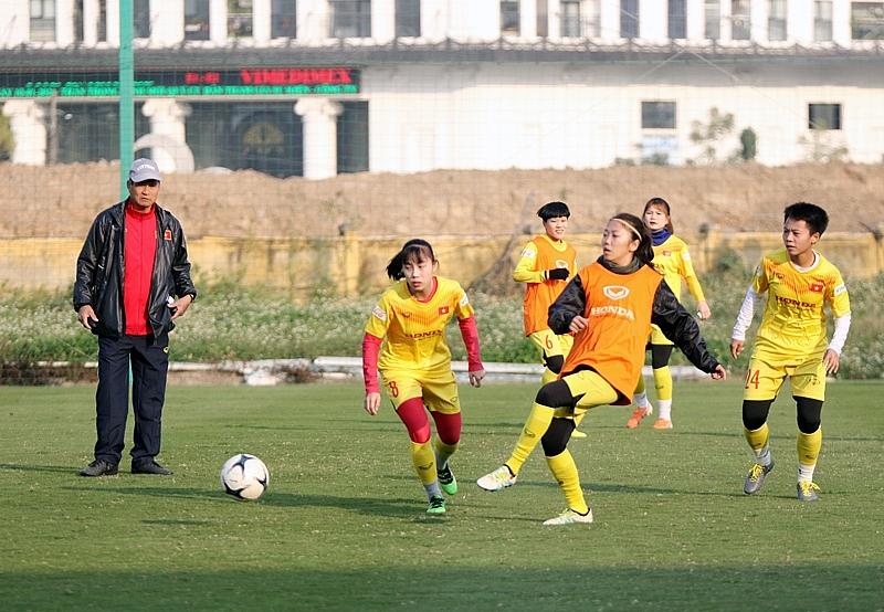 Tuyển bóng đá nữ quốc gia không bị động trước Covid-19