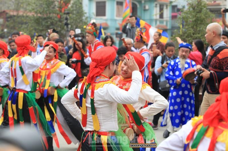 'Con đĩ đánh bồng', điệu múa độc đáo trong lễ hội làng Triều Khúc