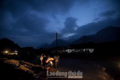 Chợ phiên Cán Cấu: Tiếng vọng của núi rừng mờ xa