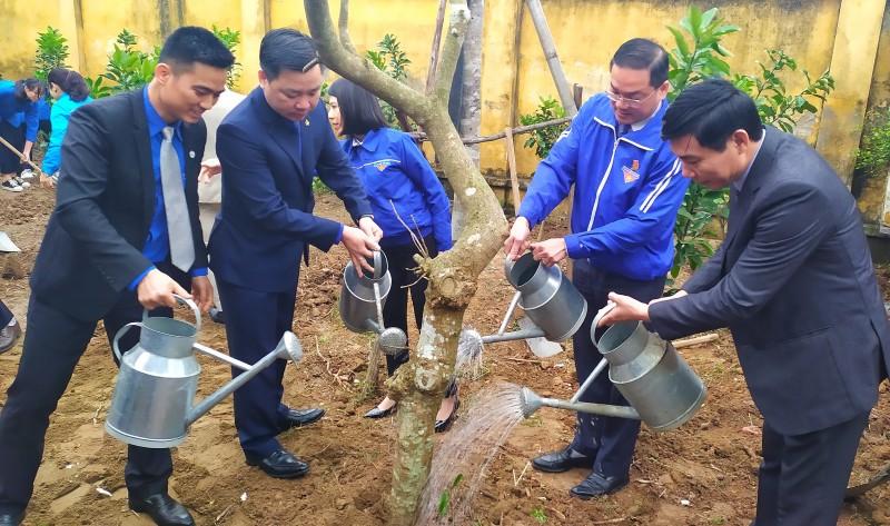Thành đoàn Hà Nội hưởng ứng Tết trồng cây đời đời nhớ ơn Bác