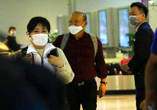 Huấn luyện viên Park Hang-seo được giám sát chặt chẽ về y tế