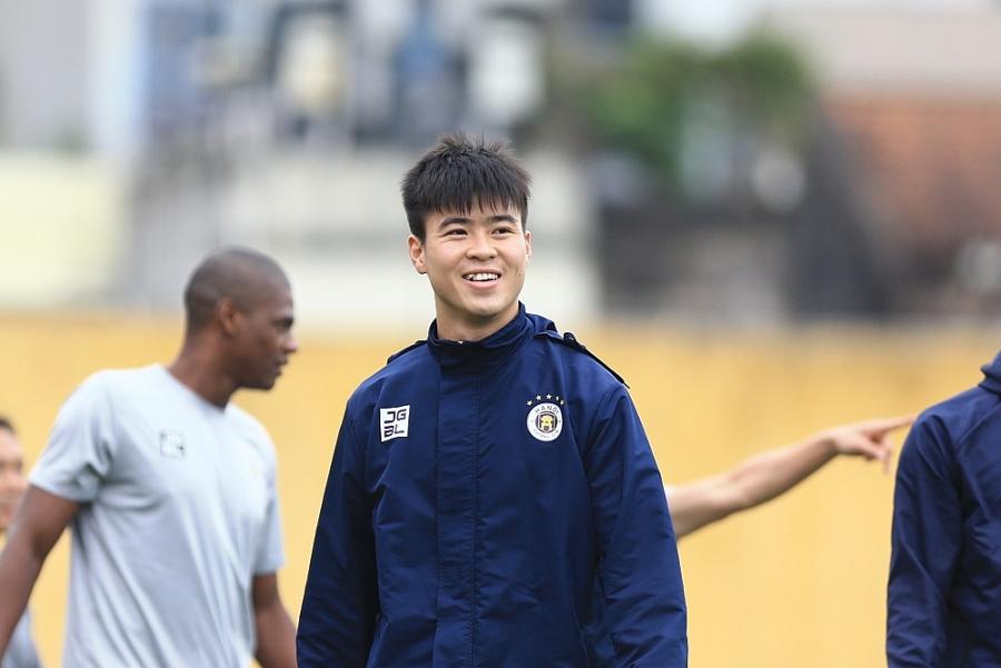 Dàn sao Hà Nội FC tươi rói trong buổi tập đầu năm mới