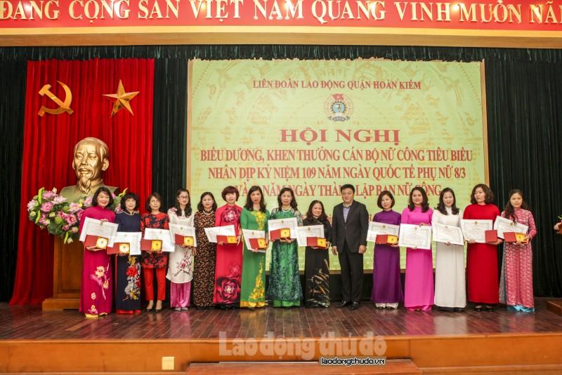 LĐLĐ quận Hoàn Kiếm biểu dương và khen thưởng 109 nữ công tiêu biểu